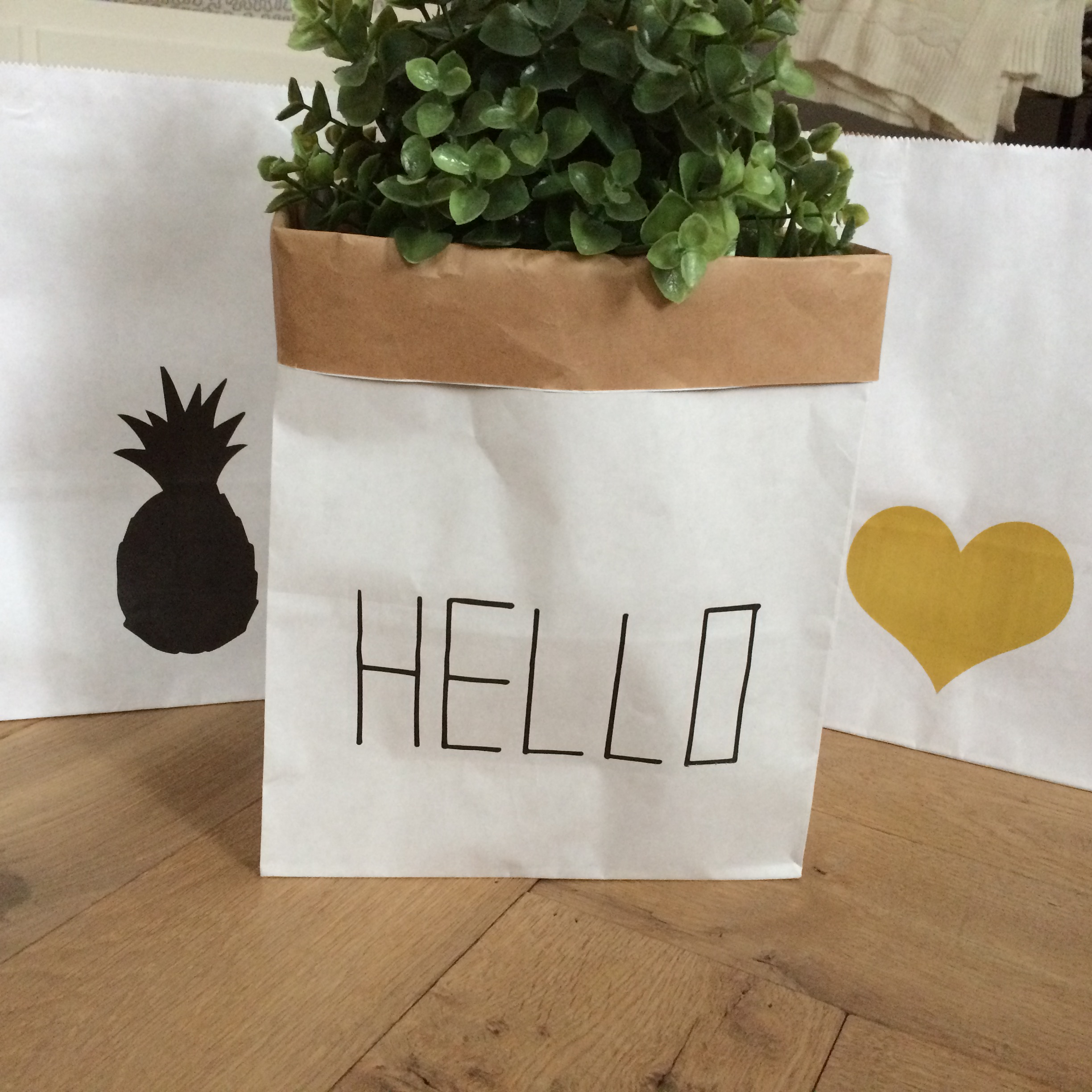 Styling ID Giveaway Hippe paper bags Hello