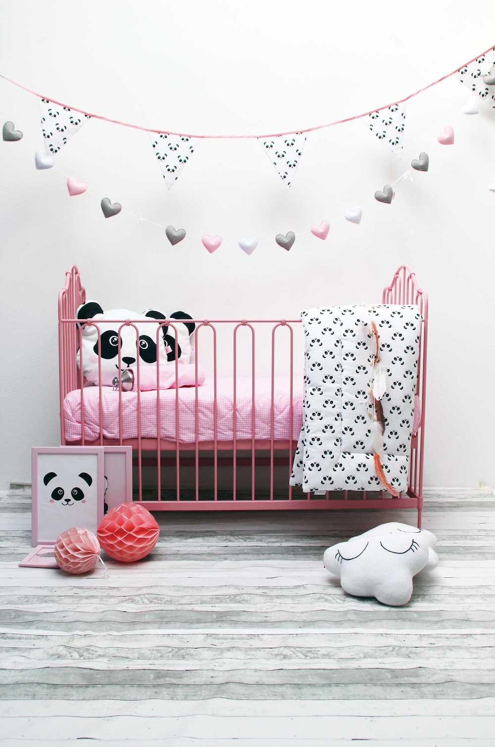 Styling ID Tips&Trends vintage babyledikantje roze