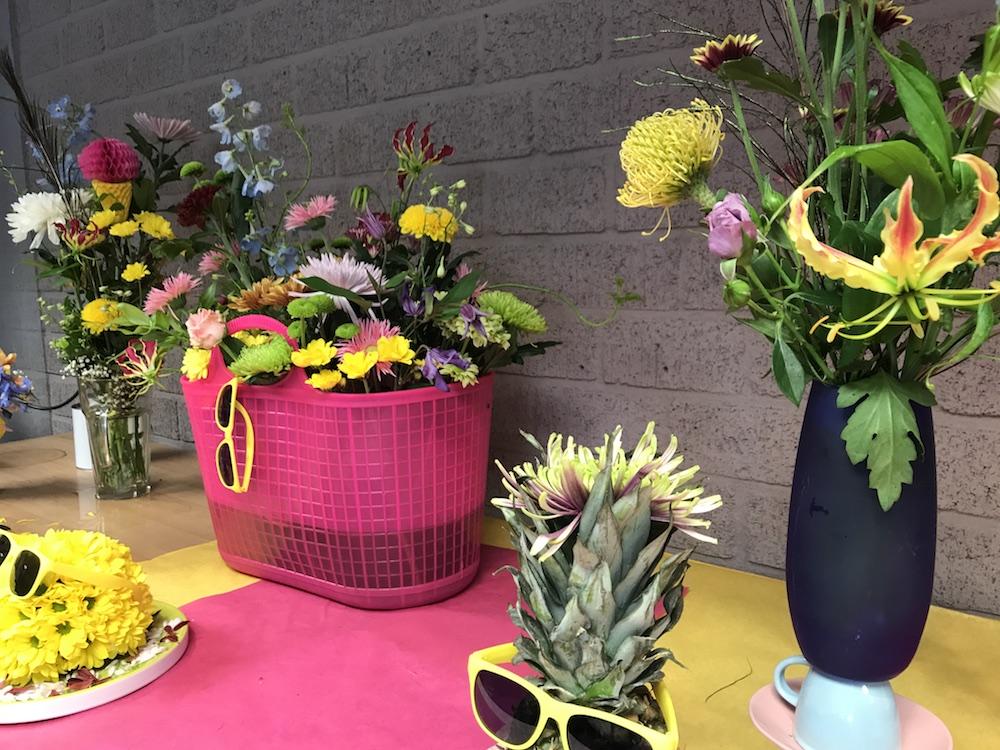 Styling ID Blog Uitbundig gestylde bloemen maken je vrolijk voorbeelden