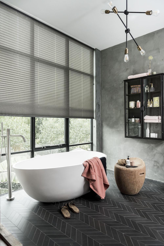 Lichtdoorlatende raamdecoratie in combinatie met privacy