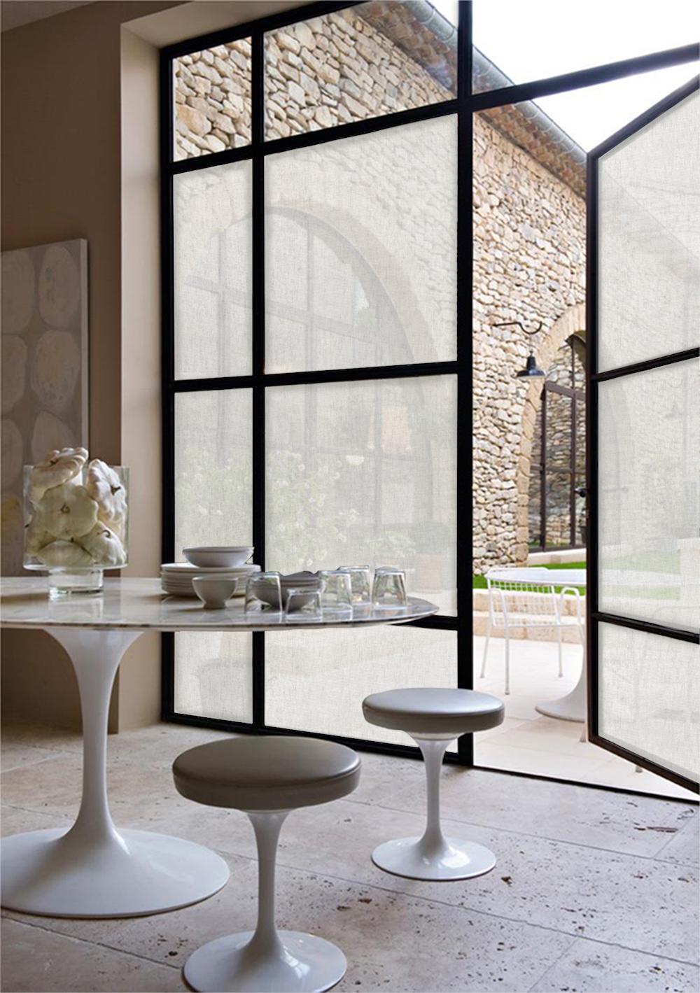 Zonwerende raamfolie biedt privacy in huis