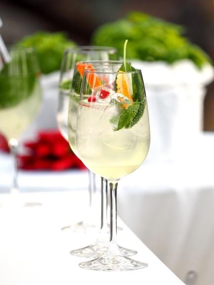 Styling ID smakelijke tip: Zomerse cocktail met een pittige bite glazen DODO