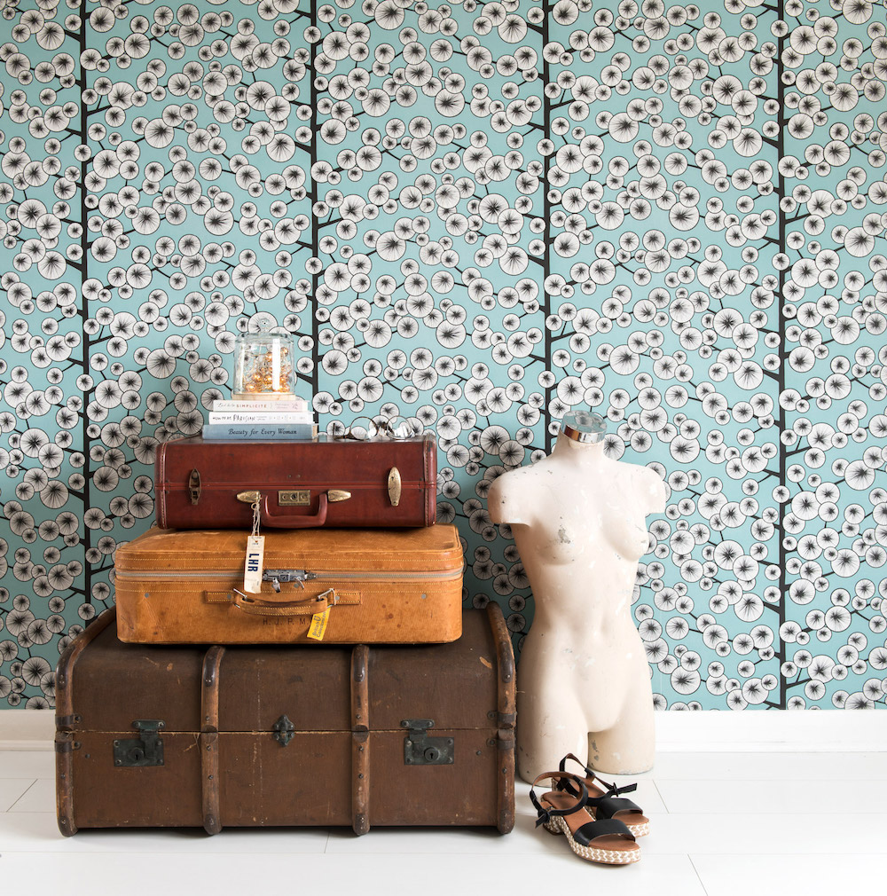 Styling ID Blog Gewaagde behangontwerpen de trends van dit najaar-- Cotton-Tree-Sky-Blue-Wallpaper-Missprint-Kinfolk- by Anke van Goor - ETC Design Center