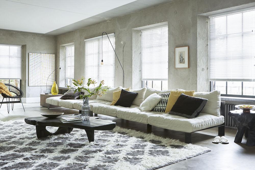 Horizontale jaloezieën zijn sfeervol toe te passen in iedere ruimte 2 B&C Raamdecoratie