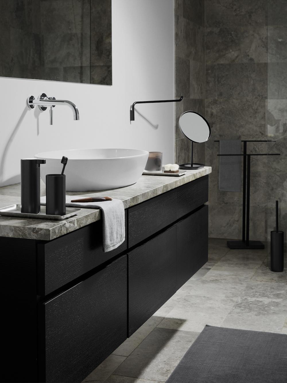 Styling ID tips en trends Pure zwarte magie voor de badkamer 2