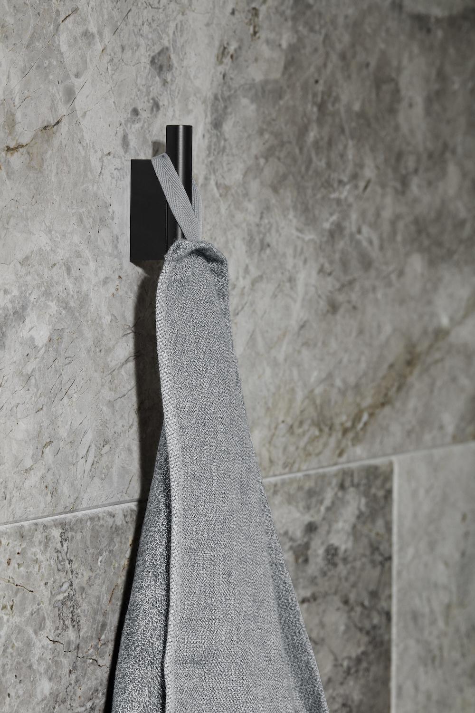 Styling ID tips en trends Pure zwarte magie voor de badkamer Riva