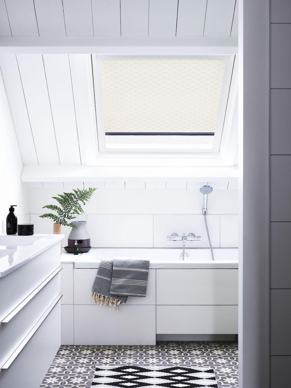 Styling ID Tips en Trends Welke raamdecoratie kies jij voor de badkamer 6 bece-raamdecoratie