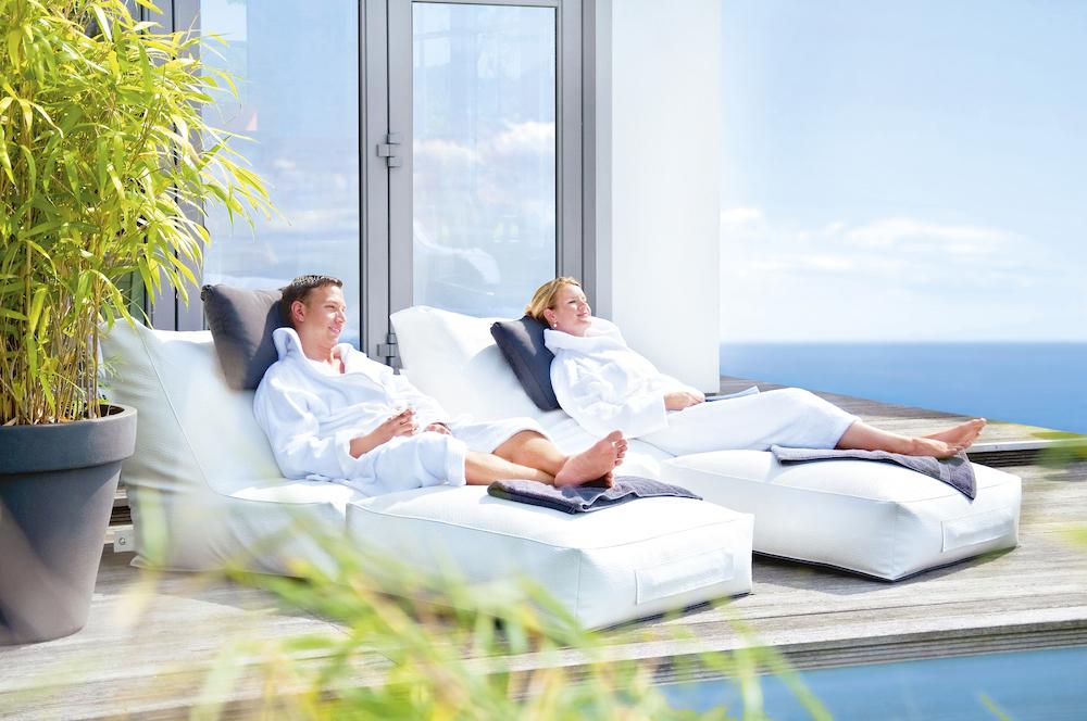 Styling ID tips en trends Met de Outbag beleef je een relaxte zomer Outbag Peak Ligbed Deluxe wit - ikwilzitzakken.nl