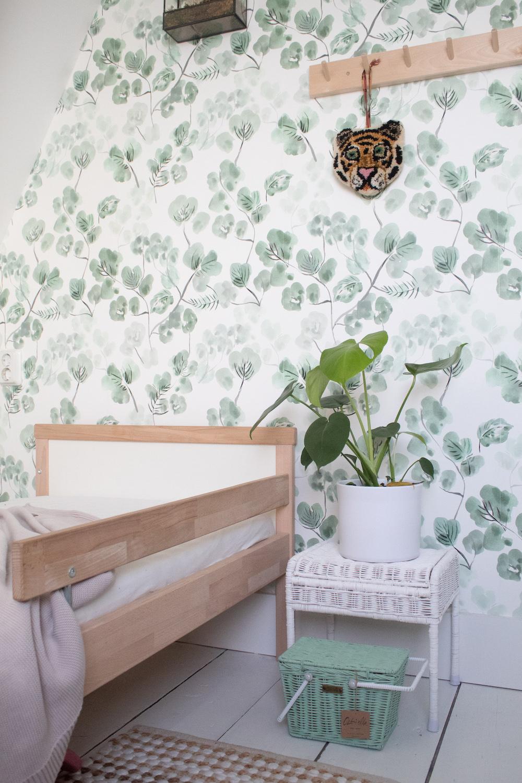 Styling ID Tips en Trends Romantische waterverf prints behang-eucalyptus-bluegreen-1